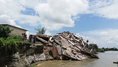 200 homes sink into the Jamuna River...