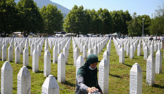 Bosnia Muslims mourn their dead 25 years...