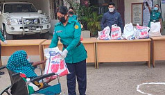 Covid-19: Female officers of DMP's WSID helping those in need