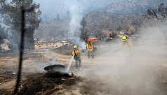 'Extreme' California wildfire forces hundreds to evacuate