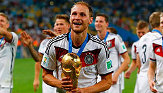World Cup winner Hoewedes retires at...