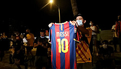 Barcelona fans chant for Messi to...