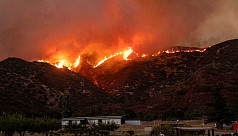 Firefighters struggle to contain blaze in California