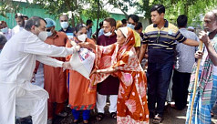 MP Saber Hossain provides aid to flood-affected of Dhaka 9