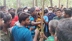Angry locals round up policemen for 'killing a man' in Rajbari