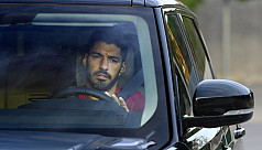 Suarez leaves last Barca training in tears