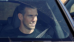 Bale arrives in UK ahead of Spurs...