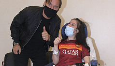 Totti visits girl awakened from coma...