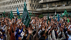 Thousands protest in Pakistan over reprinting...