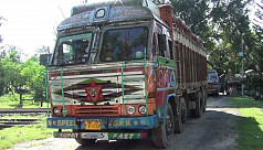 Onion trucks enter Bangladesh through Hili land port