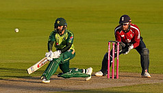 Hafeez steers Pakistan to thrilling...