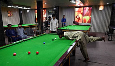 Born without arms, Pakistani snooker...