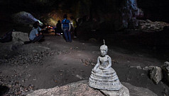 Cave raiders: Thai archaeologists hunt...