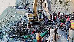 Bus crash kills 16 in Pakistan