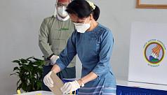 Suu Kyi forecast to triumph in virus-hit...