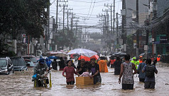 Major floods in Manila as typhoon batters Philippines