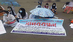 Medical, dental students block road at Shahbagh