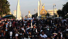 Thousands of Thai protesters call for removal of prime minister