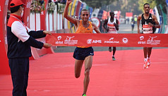 Top runners brave pollution, pandemic in Delhi half marathon