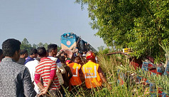 2 killed as bus collides with train...