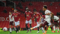No home comforts for Utd, Everton rocked