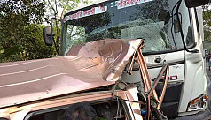 5 killed in truck-ambulance collision...