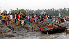 7 die in Noakhali trawler capsize