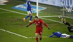 Bayern seven points clear after thrashing Schalke