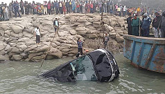 Microbus plunges into Padma at Paturia ferry terminal