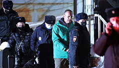 Russia cracks down on Navalny allies...