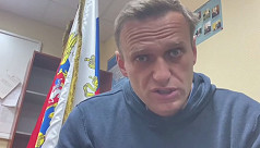 Russia moves to isolate Navalny allies,...