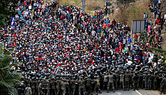 Guatemalan forces clash with migrant...