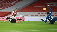 Aubameyang double gives Arsenal win...