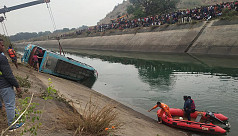 39 dead as Indian bus veers off road into canal