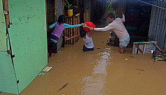 Over 5,000 flee homes as storm hits Philippines