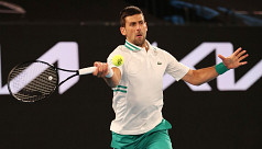Djokovic defies injury to reach last...