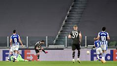 Fernandes helps United thrash Sociedad,...