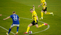 Haaland leads Dortmund to Ruhr derby win
