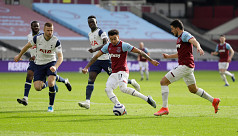 Lingard guides West Ham to derby win over Spurs