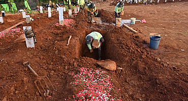 Anti-maskers dig graves as punishment in Indonesia