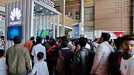 Digital Bangladesh Fair: Crowds flock to Huawei pavilion to experience 5G